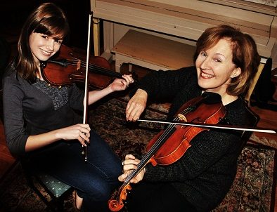 Natalya Trudeau (left) and Laurel Martin playing fiddle.