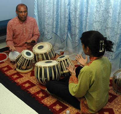 Chris Pereji teaching Nisha Purushotham tabla.