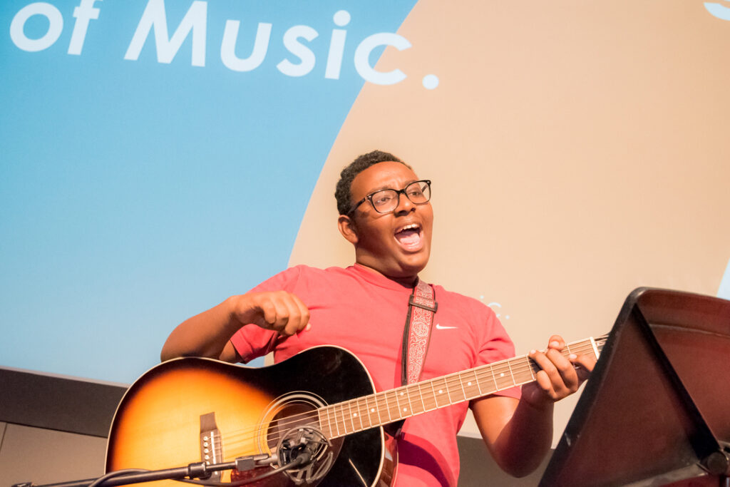Alexander Abdulah singing with a guitar at the 2018 UP Awards. Photo: Mercure Photography.