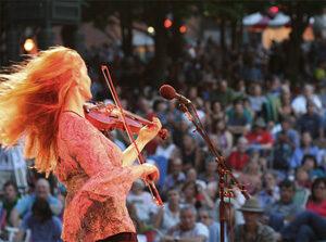 Fiddler performing