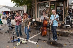 Outdoor Performance in Maynard. Photo by Dave Griffin