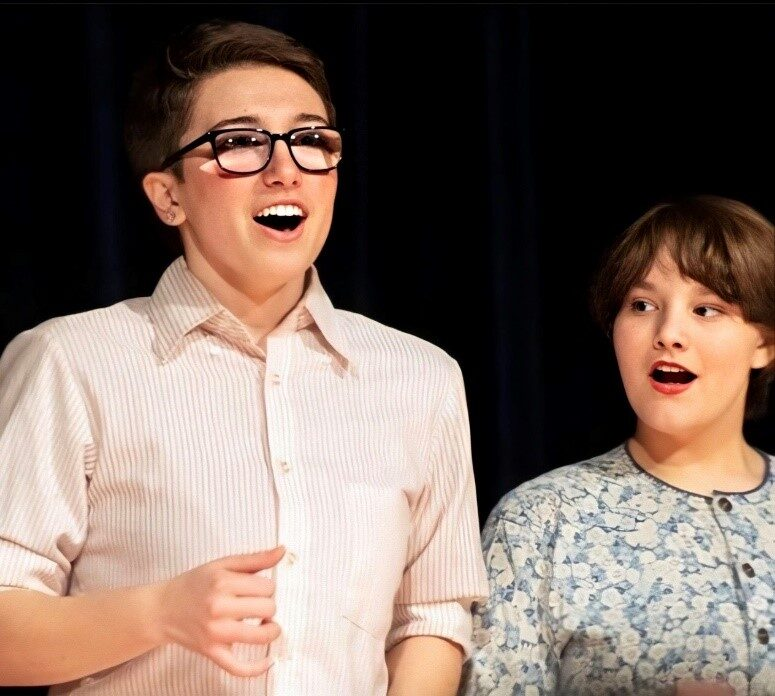 Emery and Sophie, two actors in a Piti play.