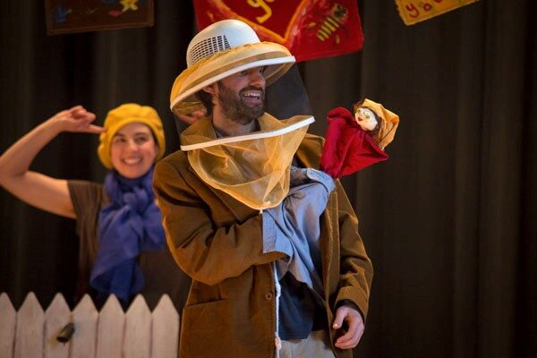 """Jonathan Mirin and Laura Josephs perform during a Piti show, """"To Bee or Not to Bee."""" Photo: Isaac Harrell."""