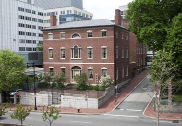 Front facade of the 1796 Otis House