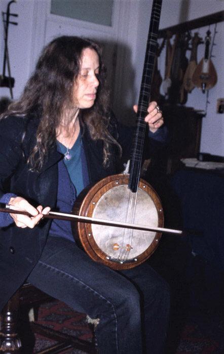 Beth Cohen playing Turkish Tambur